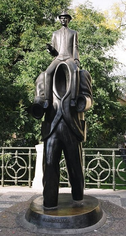 Fraz Kafka Statue next to Spanish Synagogue
